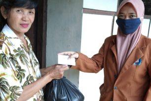 Mahasiswa Prodi Akuntansi Unikama Bagikan Sembako dan Masker Untuk Masyarakat